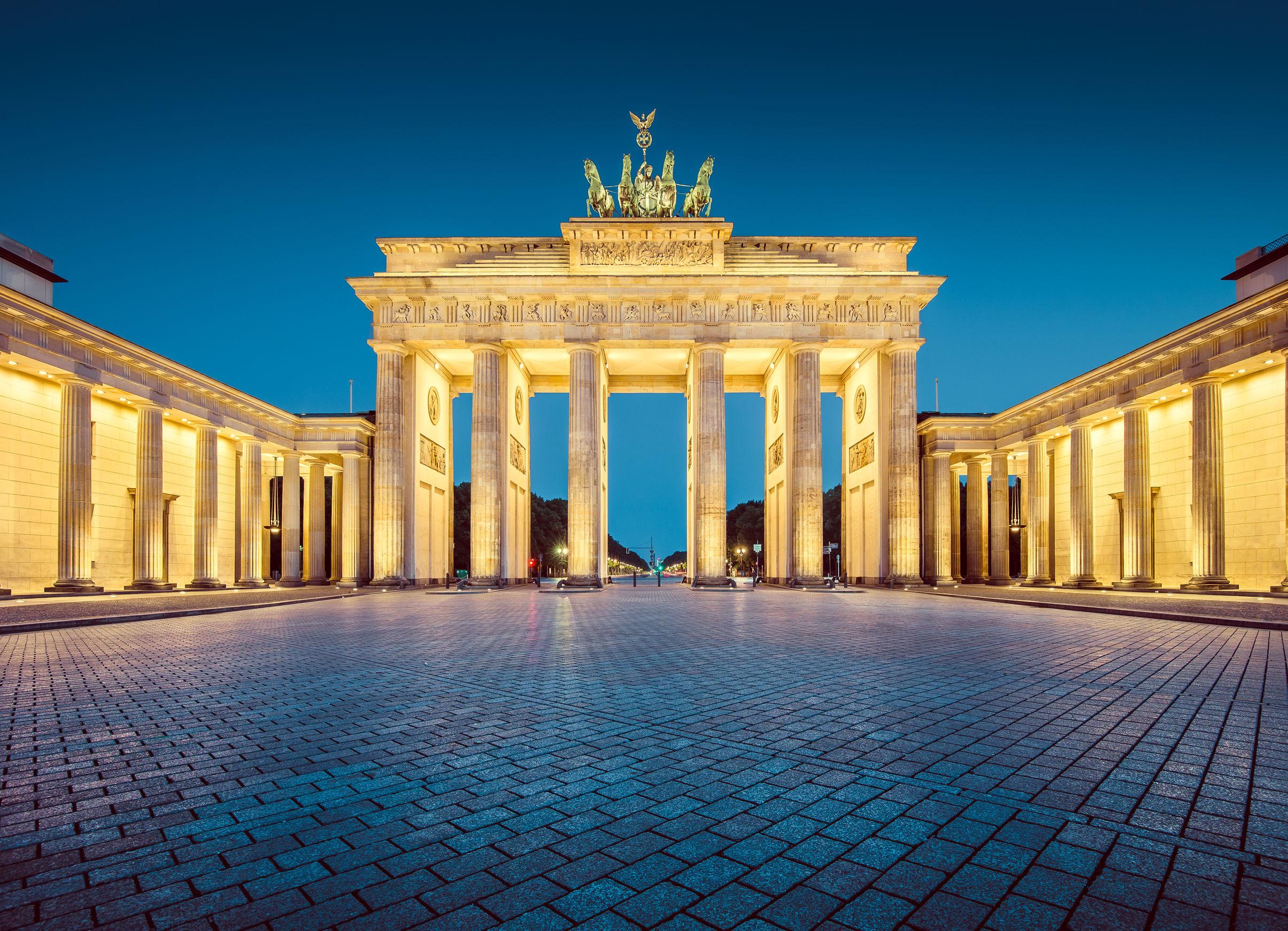 Aeroporto di genova sito ufficiale destinazione berlino - Berlino porta di brandeburgo ...